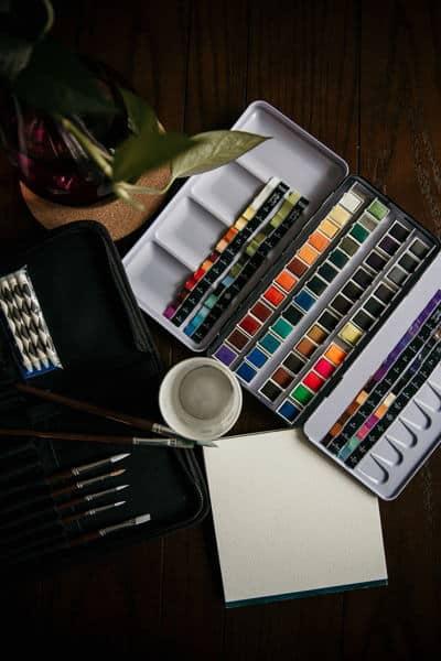acuarelas colores pinceles